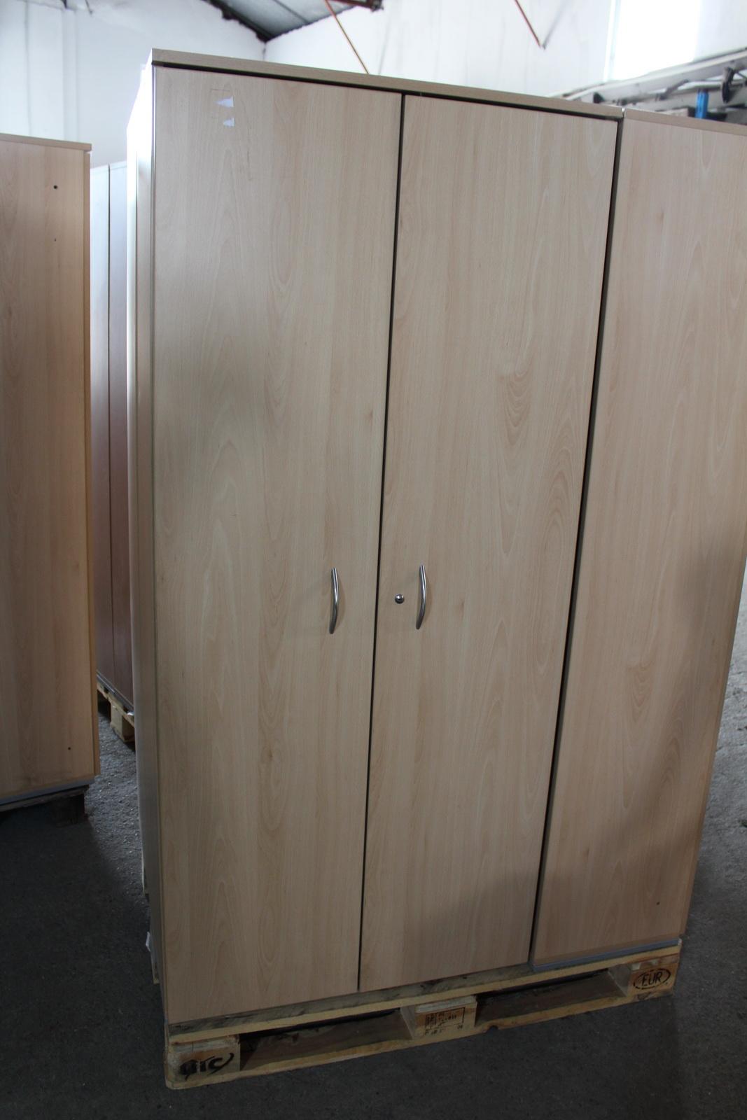 Polcos szekrény