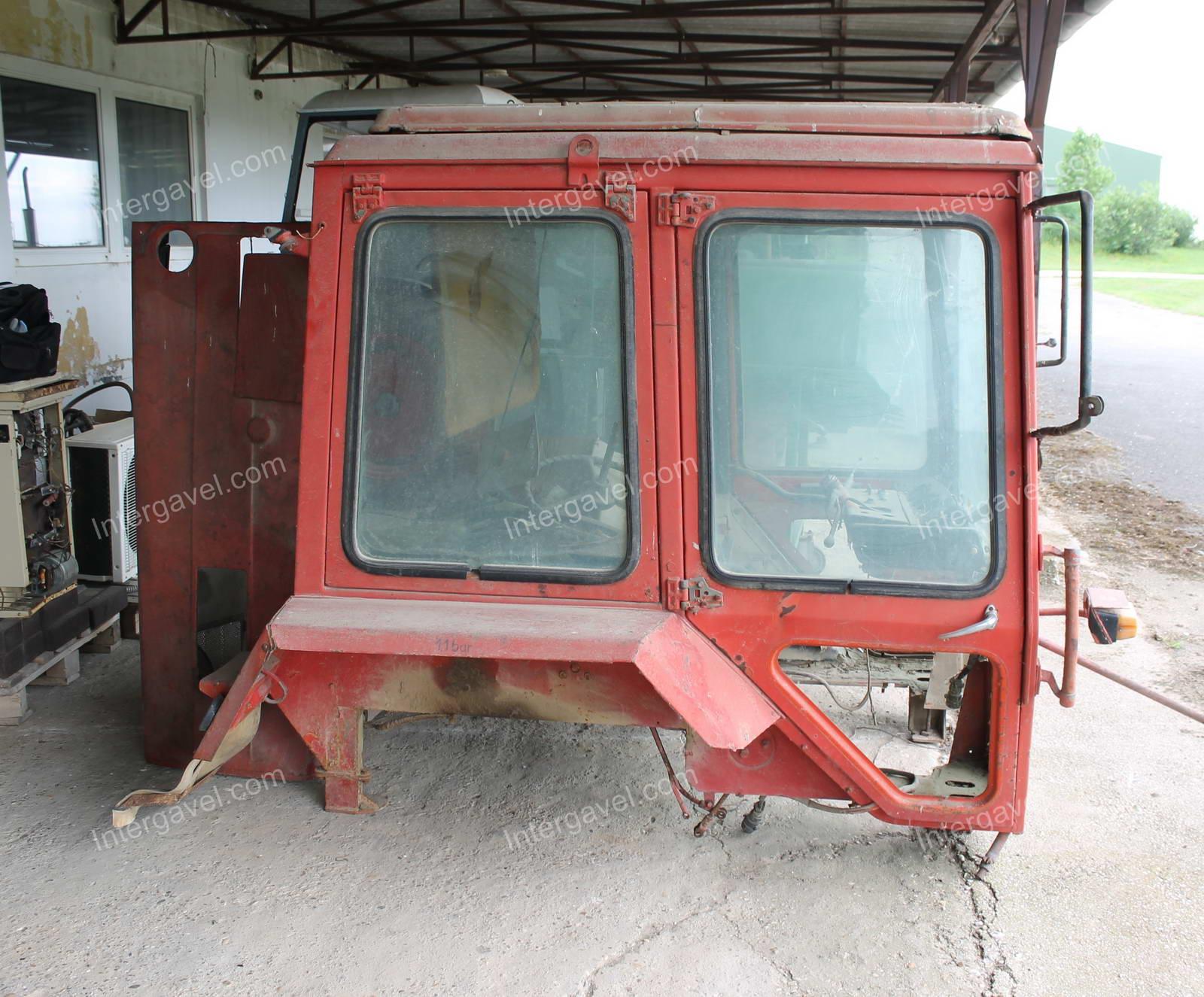 Traktor fülke